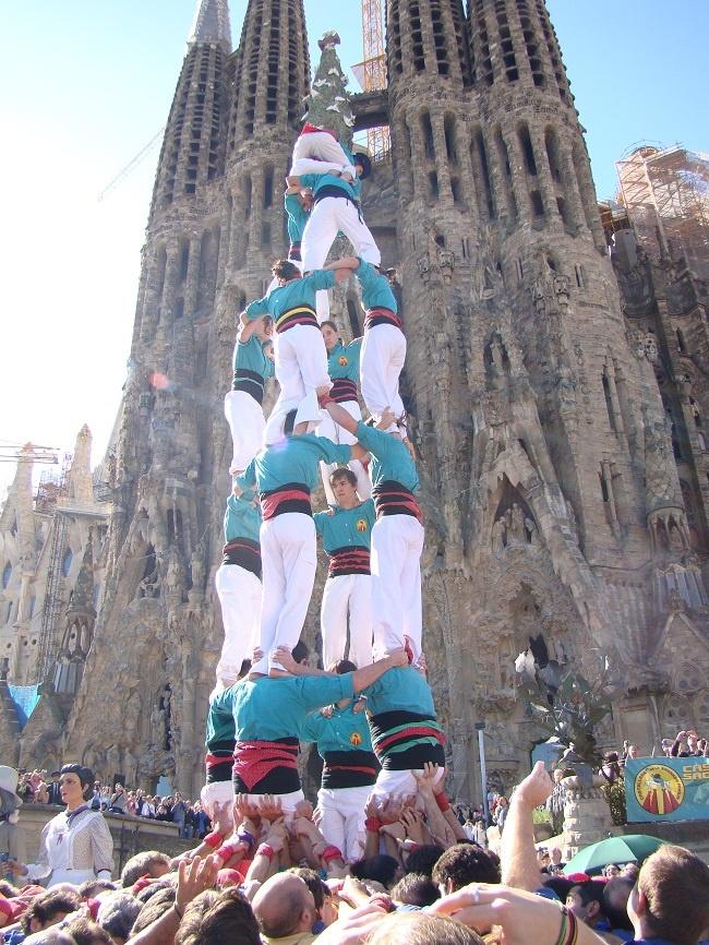 Castell4de7dels_Castellers_de_la_Sagrada_Famìlia.jpg